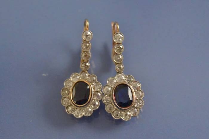 Boucles d'oreilles anciennes saphirs et diamants