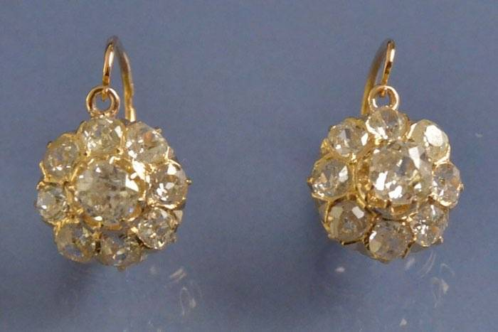 Boucles d'oreilles dormeuses diamants