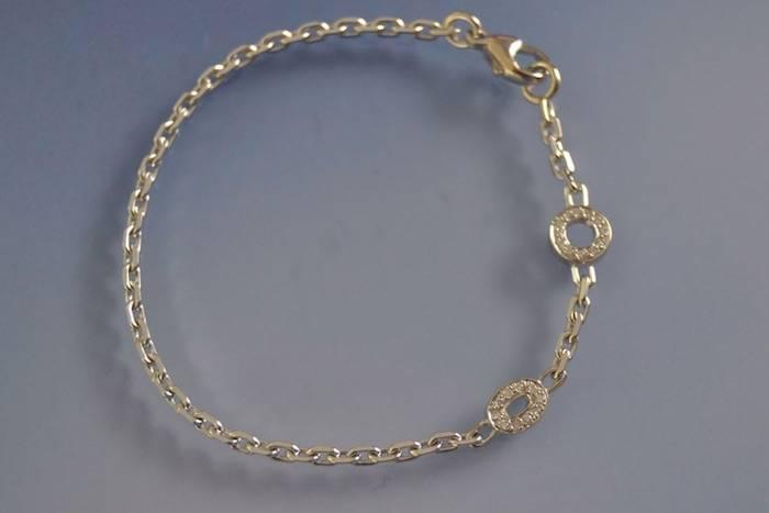 Bracelet en or 18k avec motifs diamants