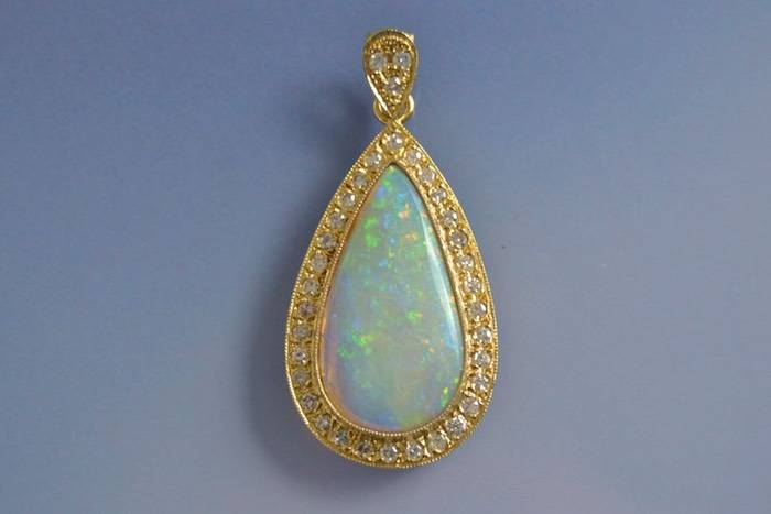 Pendentif opale et diamants