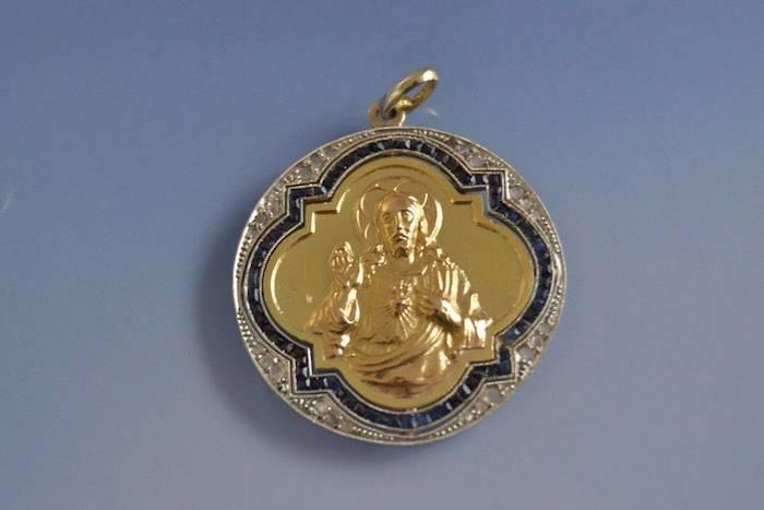 Medaillon Christ art déco saphirs et diamants