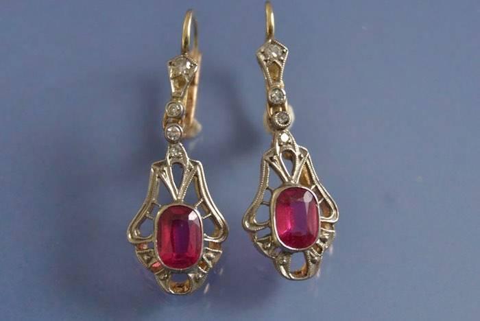 Boucles d'oreilles anciennes verre rouge et diamants