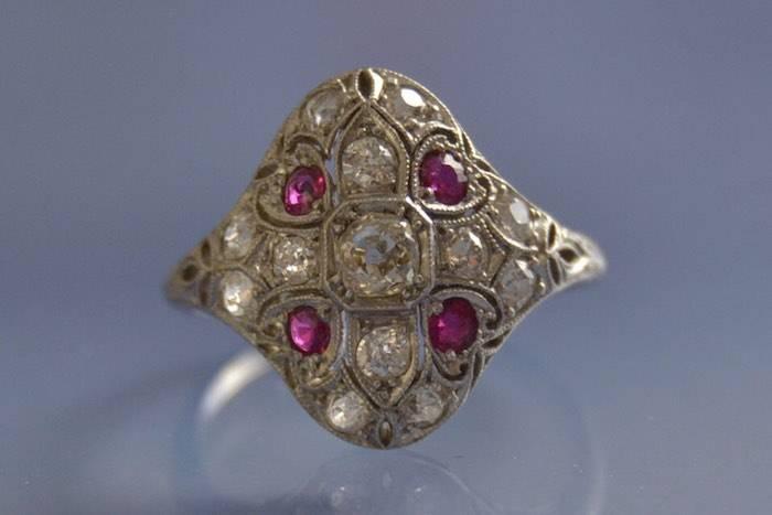 Bague Art déco rubis et diamants