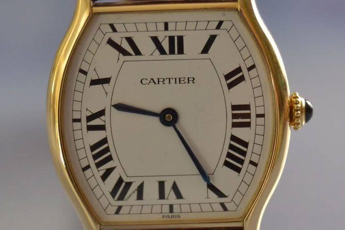 Montre ''tortue'' signée Cartier