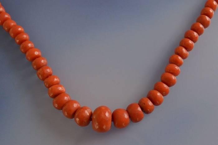 Collier ancien de perles de corail