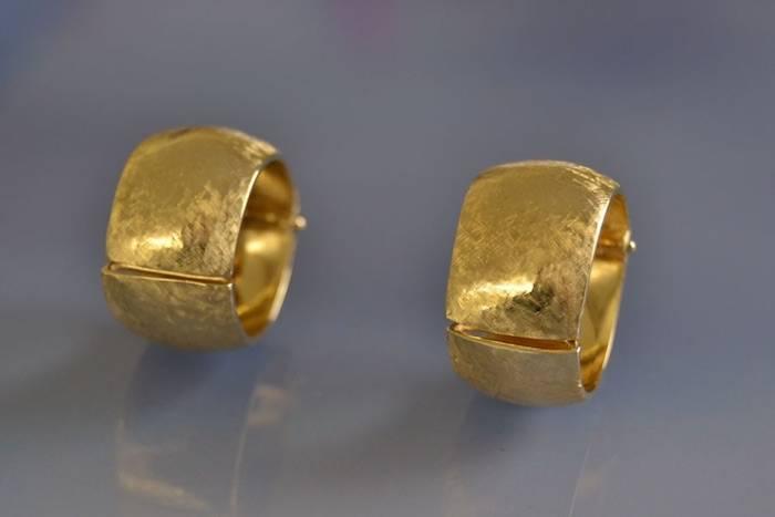 Boucles d'oreilles clips or mat brossé