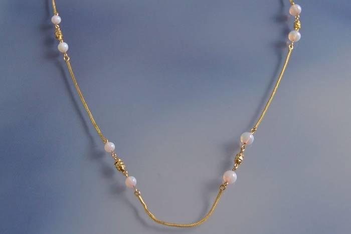 Collier ancien perles de verre et pampilles