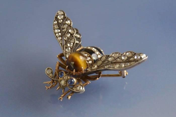 Broche abeille saphirs oeil de tigre et diamants