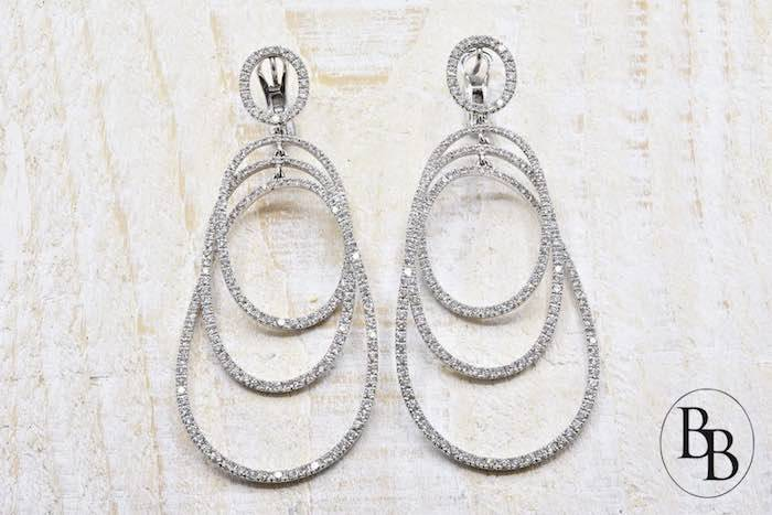 Boucles d'oreilles diamants signées Nahum