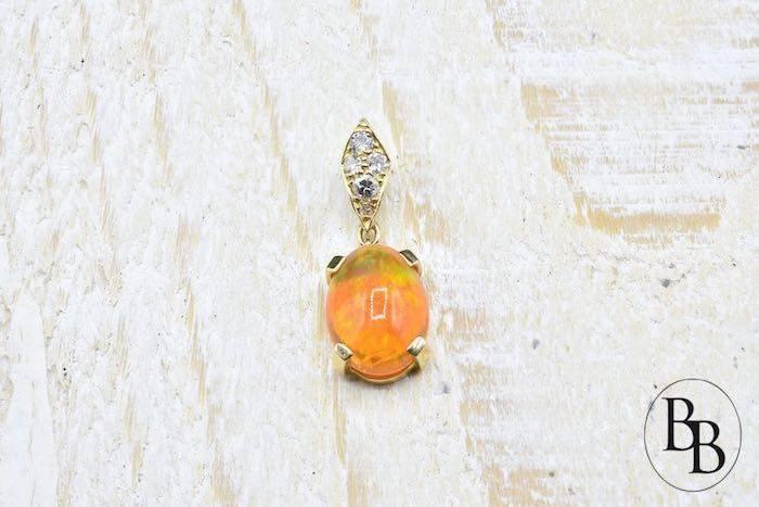 Collier et pendentif opale de feu et diamants