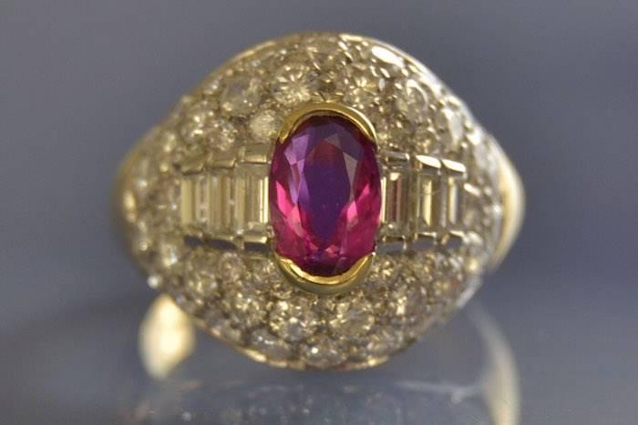 Bague dôme rubis et pavage diamants