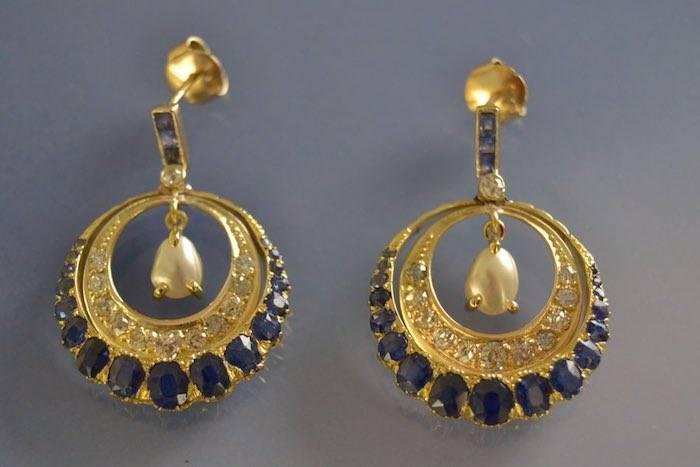 Boucles d'oreilles anciennes saphirs diamants et perles