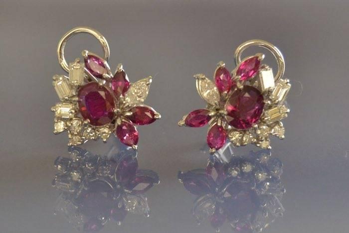 Boucles d'oreilles fleurs rubis et diamants