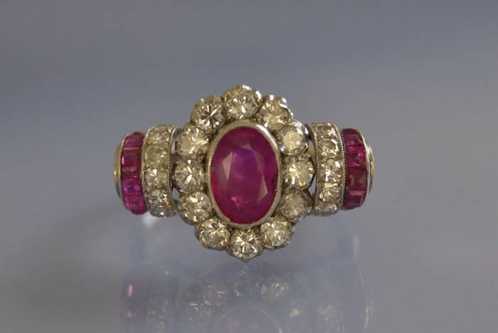 Bague rubis calibrés et diamants