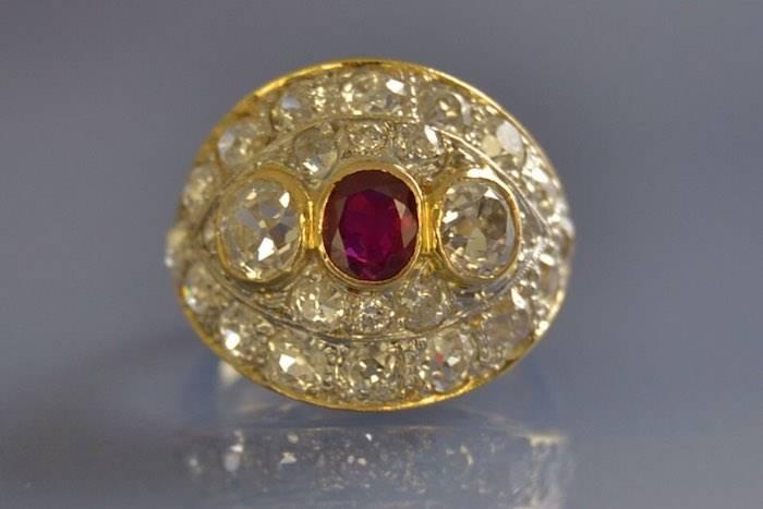 Bague dôme ancienne rubis et diamants
