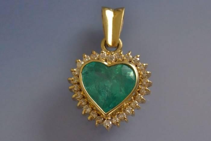 Pendentif coeur émeraude et diamants