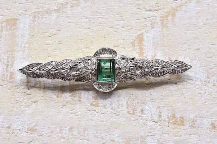 Broche Art déco émeraude et diamants