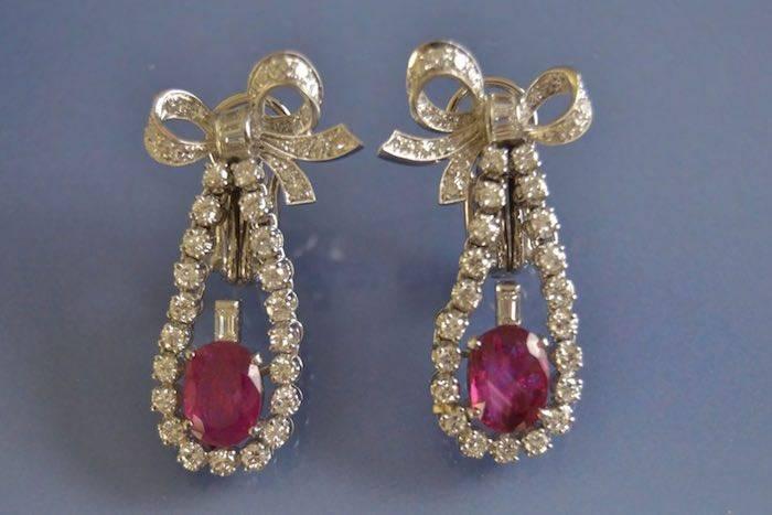 Boucles d'oreilles anciennes rubis diamants