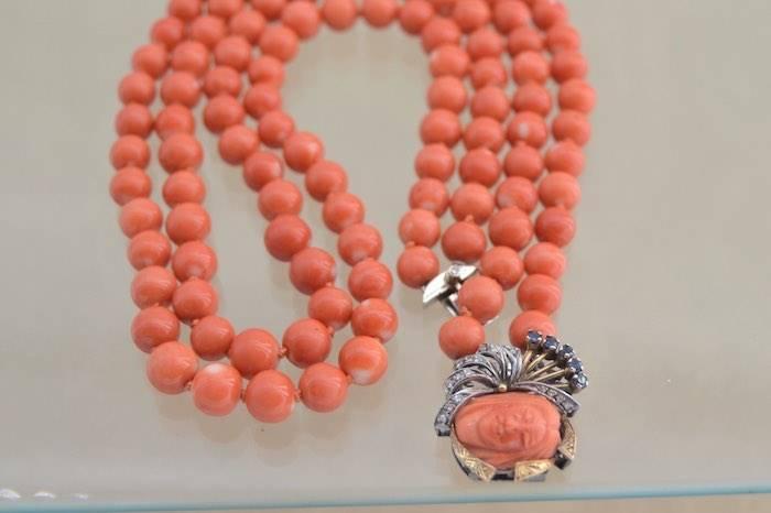 Collier en corail 2 rangs, saphirs et diamants