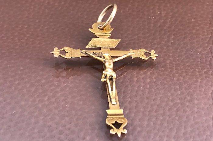 Pendentif croix en or 18k