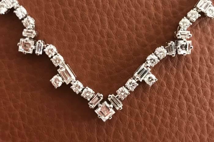 Collier en or serti de diamants
