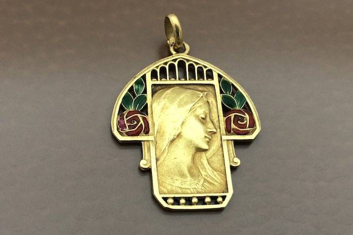Medaille de la vierge en or 18k