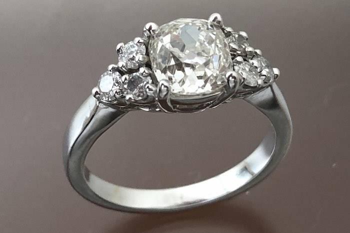Solitaire de style Art Deco diamants