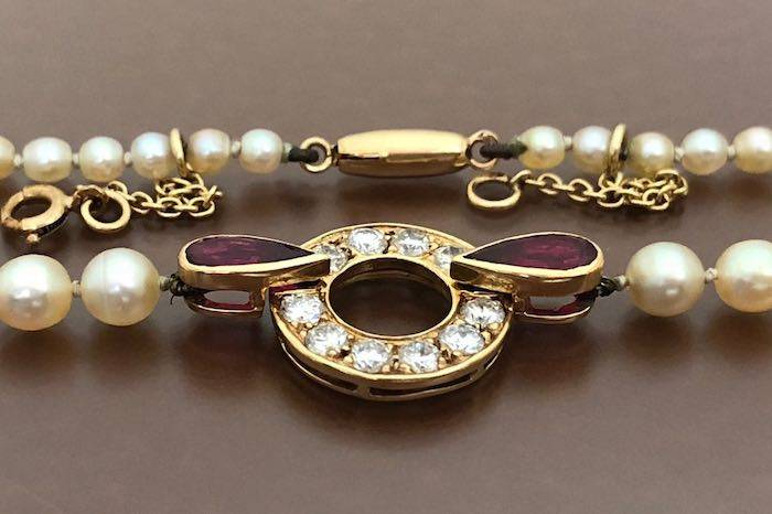 Collier de perles, diamants, rubis