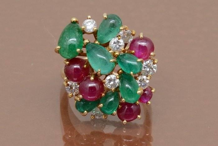Bague émeraudes, diamants et rubis en or 18k