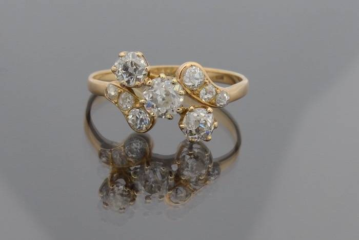 Bague 19e sertie de diamants en or 18k