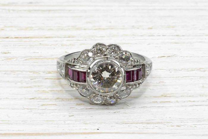 Bague Art Déco diamants et rubis en platine