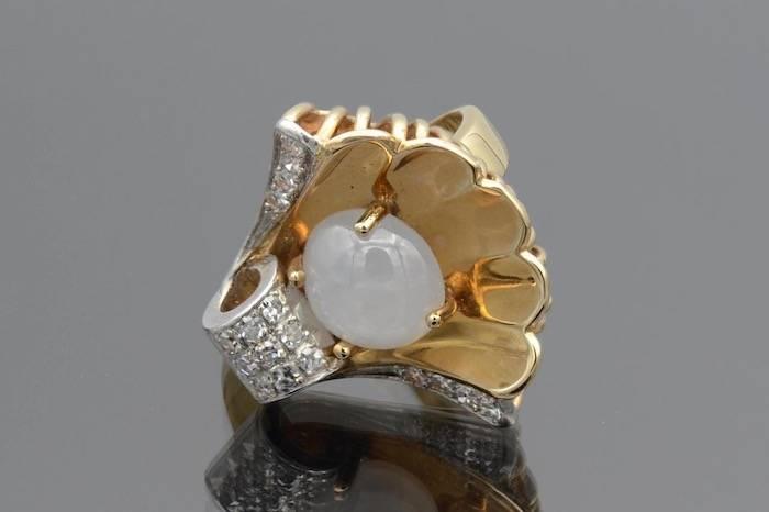 Bague 40 sertie de diamants et d'un saphir étoilé