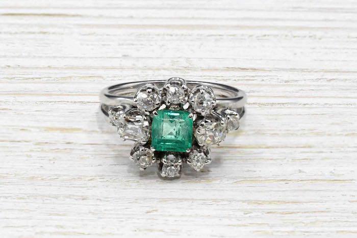 Bague ancienne émeraude et diamants en or 18k