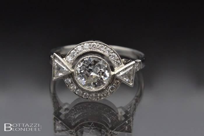 Bague Art Déco diamants triangle