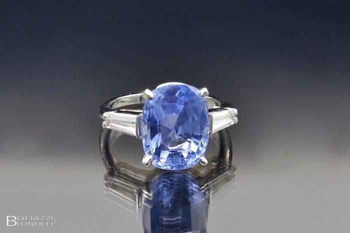 Bague Saphir de Ceylan et diamants trapeze
