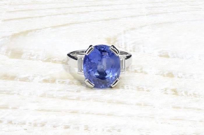 Bague saphir de Ceylan naturel et diamants en platine