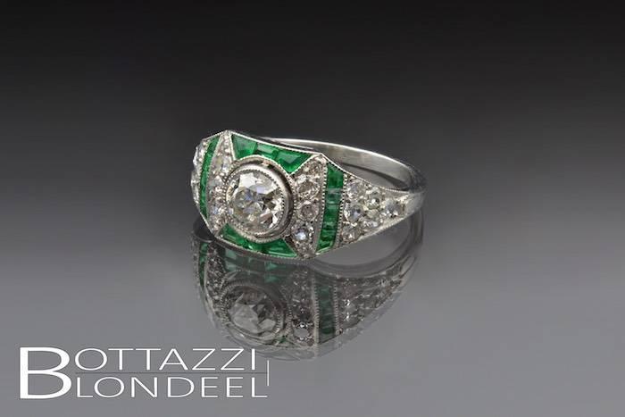 Bague Art Déco diamants et émeraudes d'occasion