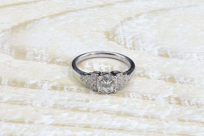 Bague solitaire diamant de style Art Déco