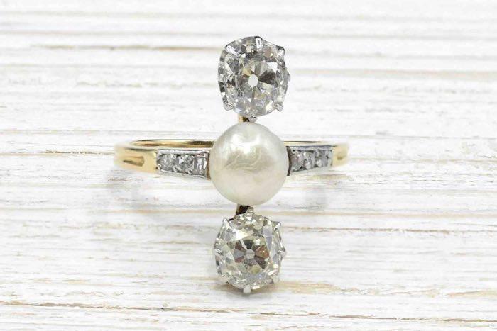 Bague 1900 diamants et perle fine en or jaune 18k