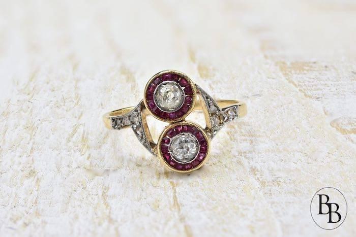 Bague Art Deco rubis diamants, or et platine