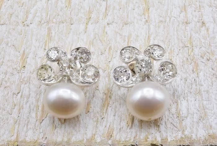 Boucles d'oreilles perles et diamants anciens