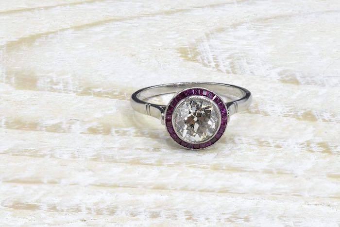 Bague solitaire diamant Art Déco rubis calibrés