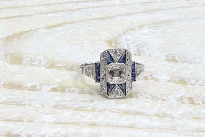 Bague 1920 saphirs calibrés et diamants en platine