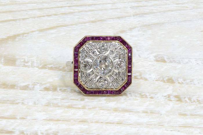 Bague ancienne Art Déco diamants et rubis calibrés