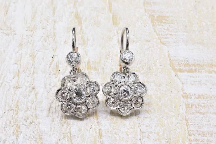Boucles d'oreilles dormeuses diamants en platine et or jaune 18k