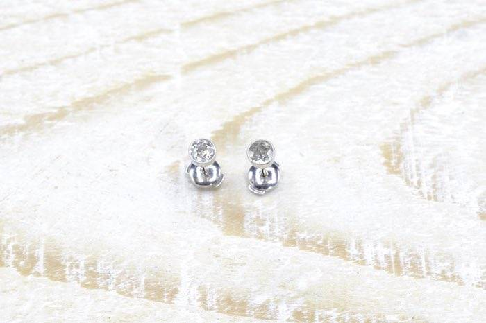 Boucles d'oreilles diamants sertis clos en or blanc 18k