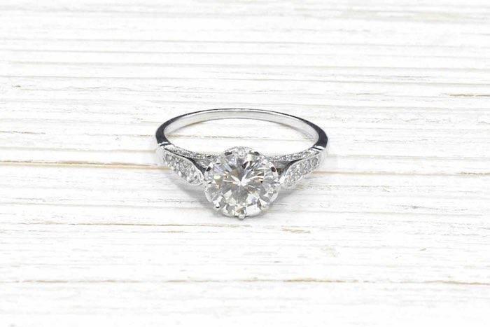 Bague solitaire diamant ancien en platine