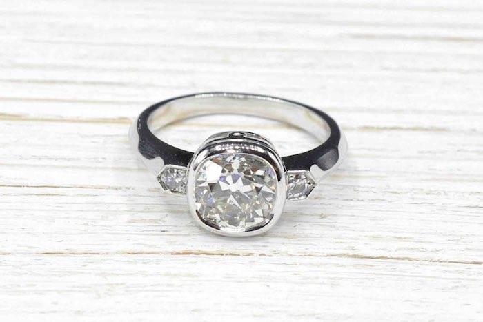 Bague solitaire diamant de taille coussin de 2,22 carats en or blanc 18k