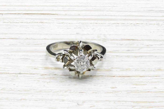 Bague solitaire diamant des annees 1970