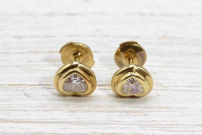 Boucles d'oreilles coeur en or jaune 18k